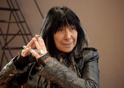 rumble-the-indians-who-rocked-the-world-unerhoert-musikfilm-buffy-sainte-marie-min