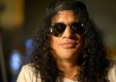 rumble-the-indians-who-rocked-the-world-unerhoert-musikfilm-slash-guns-n-roses-min